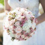 Czy warto ubrać gorset pod sukienkę ślubną?