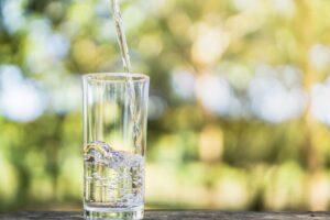 Bidon na wodę z filtrem